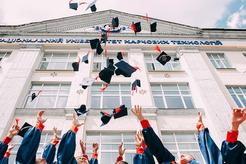 10 причини да завършим средно образование в чужбина