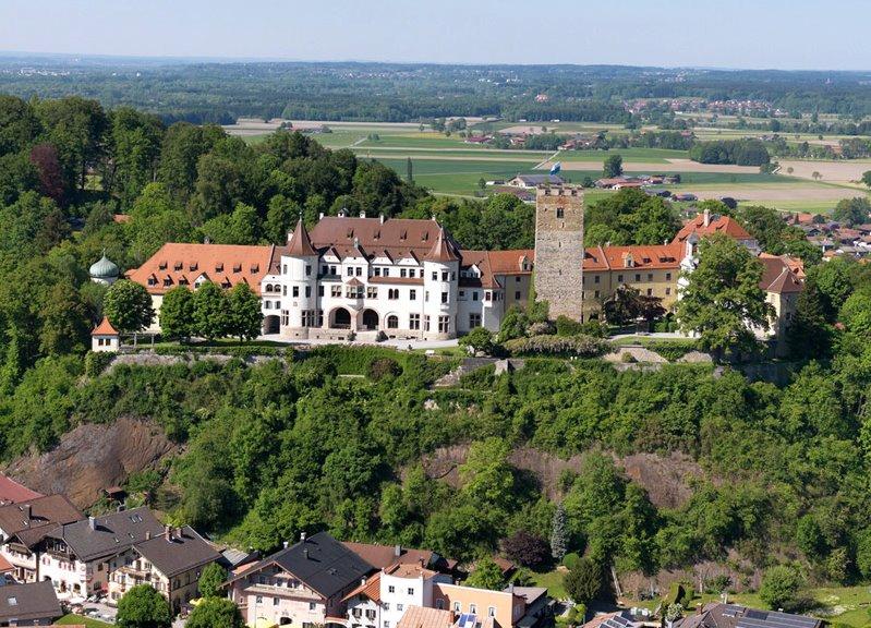 https://www.boardingschools.bg/uploads/images/schools/SchlossNeubeuern.jpg