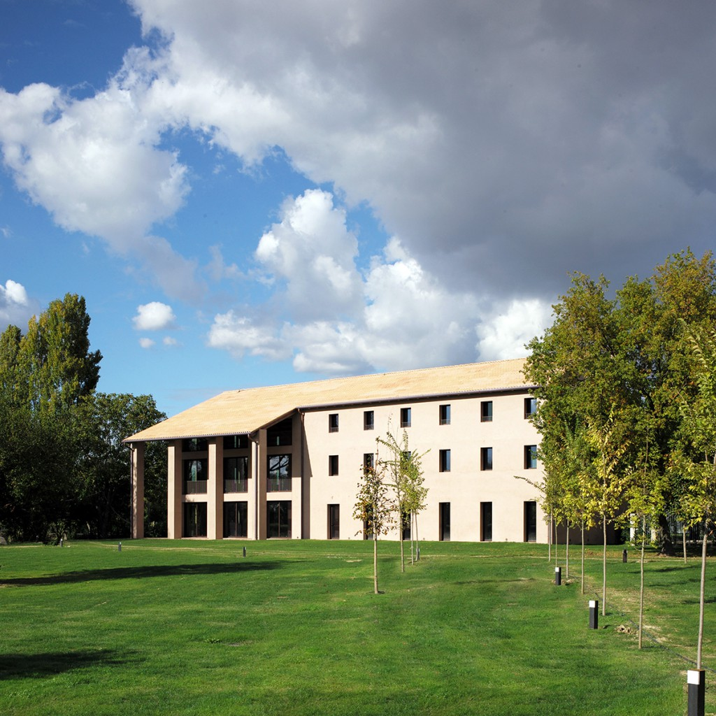 https://www.boardingschools.bg/uploads/images/schools/h-campus.jpg