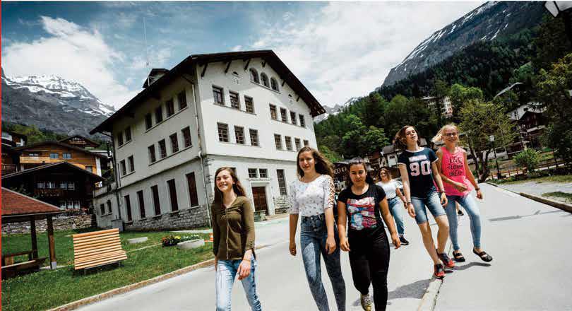 https://www.boardingschools.bg/uploads/images/schools/sibs.png